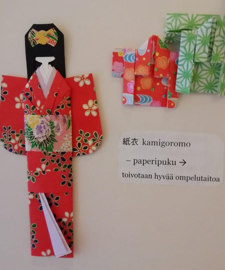 Origamista taiteltu kimonopukuinen paperinukke ja ohjeet sen taittelemiseksi