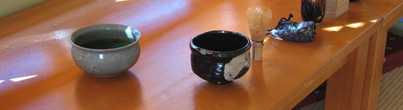japanilaisia teemaljoja ja teevispilä